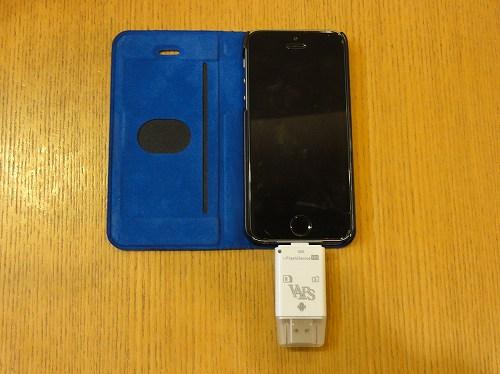 カードリーダー FlashDevice HD iPhone5Sに接続